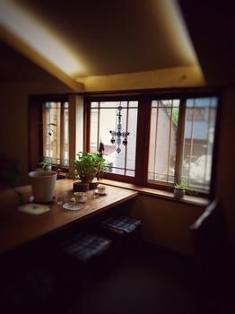 喫茶店・窓辺の風景