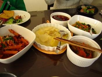 ハンドメイドランチ・ペンネ、ジャガイモグラタン、サラダ、鮭の南蛮漬け、お豆の煮もの