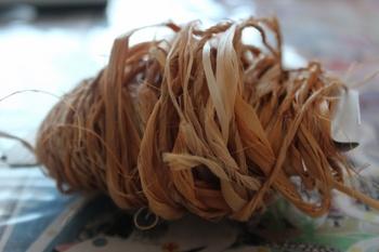 シナノキの繊維で作った糸