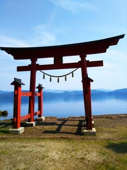 神社・鳥居・湖
