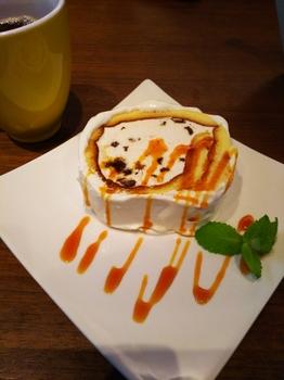 ラムレーズンのソイロールケーキ