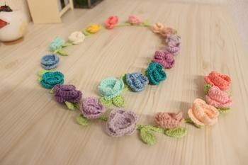 お花モチーフの花かんむり