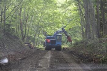 真昼岳登山口への林道